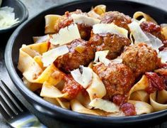 Looks fancy but take 2 seconds! So simple! Sausage Spaghetti, Spaghetti Sauce, Pappardelle Pasta, How To Cook Sausage, Marinara Sauce, Tandoori Chicken, Feta, Cooking, Ethnic Recipes