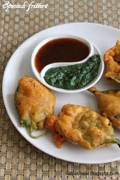 Hot Pot Cooking: Spinach fritters- use a vegan yogurt and it will be divine Vegan Appetizers, Vegan Snacks, Appetizer Recipes, Vegetable Recipes, Vegetarian Recipes, Cooking Recipes, Healthy Recipes, Good Food, Yummy Food