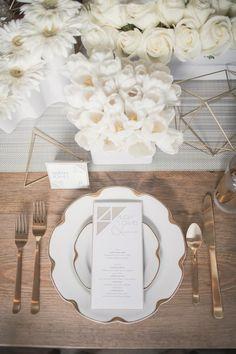 Chic wedding centerpiece idea; Photo: MGB Photo