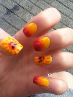 Sunny summertime nail art!