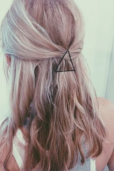 Use your bobby pins as graphic hair accessories. Interesting...