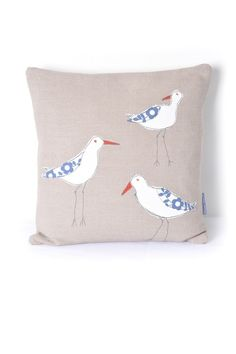Applique Oystercatchers Cushion Brighten up a corner of your home with this fabulous Oystercatchers cushion. The central motifs have been appliquéd using free motion machine embroidery stitch, reminiscent of softly drawn pencil lines. Freehand Machine Embroidery, Free Motion Embroidery, Free Machine Embroidery, Embroidery Stitches, Embroidery Applique, Applique Cushions, Sewing Pillows, Embroidered Cushions, Fabric Art