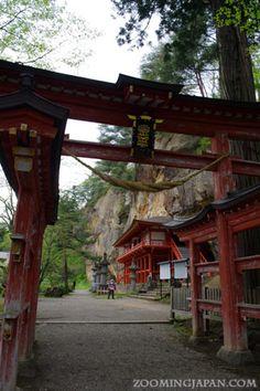 Takkoku-no-Iwaya in Hiraizumi, Iwate, Japan 達谷窟(たっこくのいわや) : 毘沙門天を祀った堂