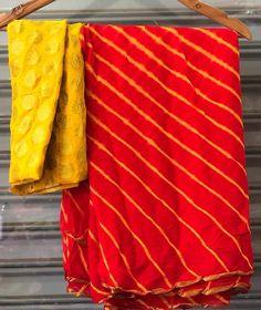 pure chiffon saree with blouse Fancy Blouse Designs, Saree Blouse Designs, Dress Indian Style, Indian Dresses, Fancy Sarees Party Wear, Plain Chiffon Saree, Casual Indian Fashion, Saree Floral, Bandhani Saree