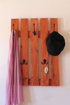 Items similar to Rustic large coat rack made of recycled pallet wood, black metal hooks, redwood stain handmade on Etsy Pallet Furniture Designs, Wooden Pallet Furniture, Wooden Pallets, Wooden Diy, Pallet Wood, Pallet Coat Racks, Pallet Shelves, Palet Projects, Wood Projects