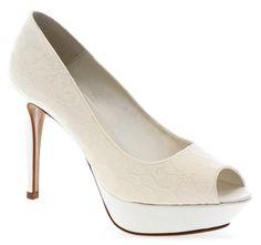 Nuevos básicos de zapatos de novia en napa lisa y en encaje. ¡Comodísimos por su gran plataforma! Modelos: Uma: http://www.enepe.com/uma.html Uma encaje: http://www.enepe.com/uma-encaje.html Venus: http://www.enepe.com/venus.html Venus encaje: http://www.enepe.com/venus-encaje.html