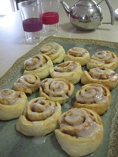 Butterflies and Bicycles: Thermomix Cinnamon Scrolls, off to make these now but will add sultanas and currants- no egg Thermomix Scones, Thermomix Bread, Thermomix Desserts, Lunch Box Recipes, Brunch Recipes, Sweet Recipes, Breakfast Recipes, Lunchbox Ideas, Cinnamon Scrolls