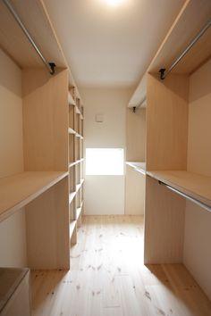 つくば市春風台期間限定モデルハウス in 2020 Bedroom Closet Design, Master Bedroom Closet, Closet Designs, Wardrobe Closet, Walk In Closet, Family Closet, Shed Interior, Dressing Room Design, Small Closets