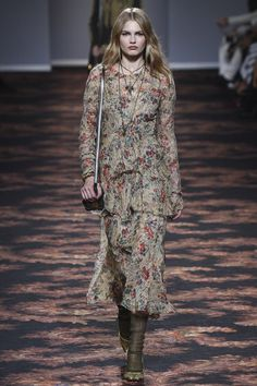See the complete Etro Fall 2016 Ready-to-Wear collection.