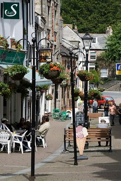 So charming! Almost like a fairy tale! Bodmin, Cornwall, UK We lived in Cornwall for 2 years England And Scotland, England Uk, Oxford England, Yorkshire England, Yorkshire Dales, London England, Travel England, Towns In Cornwall, Devon And Cornwall