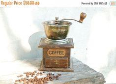 Vintage Wooden Coffee Grinder - Vintage houseware coffee mill - Rustic decor - Antique houseware - Kitchen decor