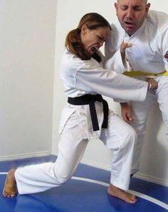 Jolie coup de poing au partie Karate Girl, Martial Arts Women, Girl Fights, Martial Artists, Female Art, Girls, Martial Arts, Fine Art, Woman Art