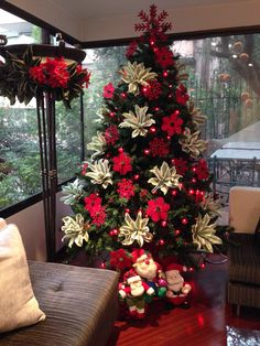 diy house holiday decoration ideas easy to do - page 36 ~ mantulgan.me : diy house holiday decoration ideas easy to do - page 36 ~ mantulgan. Christmas Tree Inspiration, Christmas Tree Design, Christmas Tree Themes, Elegant Christmas, Modern Christmas, Xmas Tree, Christmas Tree Decorations, Christmas Holidays, Holiday Decor
