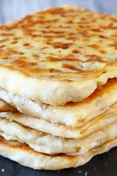 Authentic Malaysian famous flatbread with egg, onion and meat filling! This is a simple and easy version of murtabak. Dhal or curry are great choices to go with this delicious murtabak. Burfi Recipe, Roti Recipe, Malaysian Cuisine, Malaysian Food, Malaysian Recipes, Albanian Recipes, Hamburger Dishes, Flatbread Recipes, Indian Food Recipes