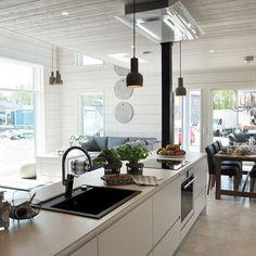 Skandinávská kuchyně s velkým ostrůvkem Cosy Kitchen, New Kitchen, Kitchen Dining, Kitchen Wood, Kitchen Interior, Home Interior Design, Log Homes, Home Decor Styles, Home And Living