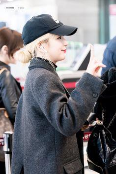 181103 GMP departure - Schedule for Jeju Hallyu Festival' Girls 4, Kpop Girls, South Korean Girls, Korean Girl Groups, Red Velvet Photoshoot, Kang Seulgi, Red Velvet Seulgi, Kim Yerim, Airport Style