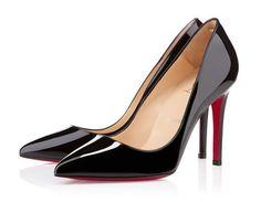 Scopri i prezzi scarpe Louboutin con foto e commenti dei modelli più ricercati: ecco quanto costa portare a casa le scarpe dalla suola rossa