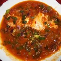 Jeetje dit is zooo genieten, super lekker receptje. In plaats van zalm kun je ook andere vis gebruiken, het is ook erg lekker met garnalen. Ik neem altijd zalm Tapas, Fish And Seafood, Fish Recipes, Chili, Oven, Dinner Recipes, Food And Drink, Soup, Pasta