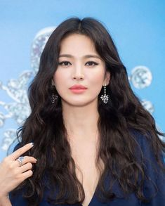 Song Hye Kyo To Make Her First Public Appearance In Korea Since Her Divorce Korean Actresses, Korean Actors, Korean Beauty, Asian Beauty, Beautiful Asian Girls, Beautiful Women, Light Makeup Looks, Hairstyles For Gowns, Yoo Ah In