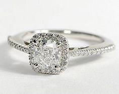 Anillos de diamantes, alianzas y compromiso