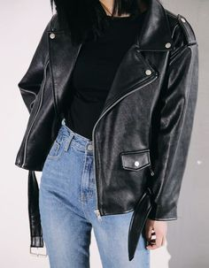 How to Style a Leather Jacket - Casual Fall Outfits - Denim and Leather Outfit - Simple Casual Outfit Ideas Street Style Outfits, Mode Outfits, Looks Style, Looks Cool, Look Fashion, Winter Fashion, Fashion Black, Womens Fashion, Milan Fashion
