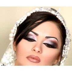 Quite bold makeup for the bride but some idea for some of my clients - Make up - Eye Makeup Dramatic Eye Makeup, Beautiful Eye Makeup, Smokey Eye Makeup, Love Makeup, Makeup Art, Beauty Makeup, Makeup Ideas, Exotic Makeup, Smoky Eye