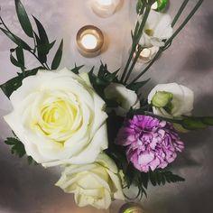 Have a wonderful weekend! #roses #flowers #flowerarrangement #syntymäpäivä #juhlapäivä #juhlat #celebration #party #neilikka #roses