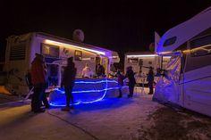 Slechts een handjevol mensen bij E&P Hydraulics maar een massa herrie (zij omschrijven het wellicht als muziek) . Horen zulke lawaaimakers thuis op een camping? In onze caravan naar iets anders luisteren was onmogelijk. #kamperen #vivakamperen #kampeerplatform #camping #caravan #camper of #tenten #visitaustria #oostenrijk #feelaustria #mauterndorf #kampeerblogger #wintercamping #instalike #austria #willemlaros