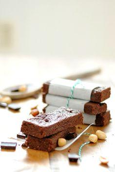 Homemade Peanut Butter Chocolate Chip Larabars | www.somethingswanky.com