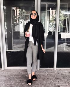 Hijab outfit with slipper-Modern and fashionable hijab outfits – Just Trendy G… – Hijab Fashion Modern Hijab Fashion, Street Hijab Fashion, Hijab Fashion Inspiration, Muslim Fashion, Look Fashion, Fashion Outfits, Modest Fashion, Modest Outfits Muslim, Teen Girl Fashion