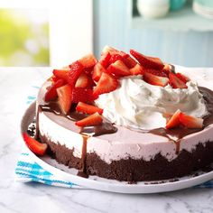 Chocolate-Topped Strawberry Cheesecake - Creamy & airy, this gorgeous dessert is the perfect special something for a summer dinner party. I love the mix of smooth strawberry cheesecake & crumbly chocolate crust - & how elegant it looks on the table. Strawberry Dessert Recipes, Strawberry Cheesecake, Healthy Dessert Recipes, Cheesecake Recipes, Diabetic Recipes, Lemon Cheesecake, Recipes Dinner, Cheesecake Tarts, Diabetic Foods