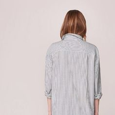 MEN'S STRIPED SHIRT - FOR WOMEN. Long and easy button-through shirt in a 100% textured cotton.