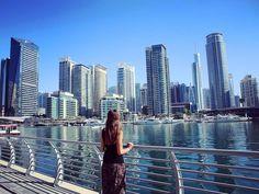 Die Promenade an der Marina  welcher Teil Dubais gefällt euch besser Marina oder Down Town? [Which part of Dubai do you like the most: Marina or down town?]  #marinadubai #skyscrapers #bigcityblues #skyline #dubai #unitedarabemirates #collectmomentsnotthings #maraerobertdiewelt #PDL #bestjob #maraontour #neverendingholiday #maracujacuja #traveler #praktikumdeineslebens #urlaubsguru #travelaroundtheworld #holidayguru #travelbug #guruontour #alwaysontherun #itchyfeet by urlaubsguru