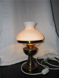 Annons på Tradera: Äldre lantlig lampa i mässing