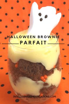 Make these easy Halloween goodies Brownie Parfaits! Start by making a pan of homemade brownies! Easy to make and fun to eat Brownie parfaits for Halloween Halloween Goodies, Halloween Food For Party, Easy Halloween, Halloween Treats, Halloween Stuff, Banana Recipes, Brownie Recipes, Pumpkin Recipes, Halloween Brownies