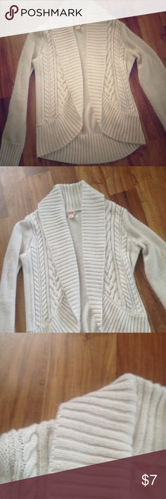 Cream Cable Knit Cardigan Shows some wear. Great to help carry you into spring! Mossimo Supply Co Sweaters Cardigans