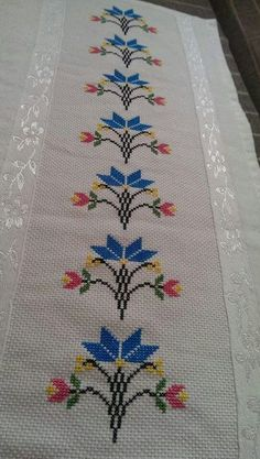 This Pin was discovered by Gül Cross Stitch Borders, Cross Stitch Rose, Cross Stitch Flowers, Cross Stitch Designs, Cross Stitching, Cross Stitch Embroidery, Cross Stitch Patterns, Hand Embroidery Designs, Embroidery Patterns