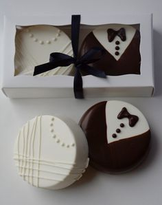 This listing is for 1 dozen sets of Chocolate Covered Oreos. Chocolate Wedding F. Wedding Favors And Gifts, Handmade Wedding Favours, Cookie Wedding Favors, Chocolate Wedding Favors, Creative Wedding Favors, Inexpensive Wedding Favors, Elegant Wedding Favors, Edible Wedding Favors, Wedding Shower Favors