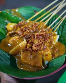 It's been a long time I haven't visit youuu my beloved sate padang, and it's so glad your taste is still the same 😋😋😋 ----- Sate Padang &… Indonesian Cuisine, Indonesian Recipes, Sate Padang, Beef Recipes, Chicken Recipes, Malaysian Food, Food Pictures, Food Photography, Dinner Recipes
