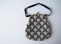 Embroidery Bags, Embroidery Motifs, Contemporary Embroidery, Modern Embroidery, Purse Wallet, Coin Purse, Motifs Textiles, Japanese Bag, Love Frames
