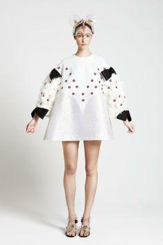 Minju Kim – Minnie Mouse, fashion icon via Flair.be (http://www.flair.be/nl/mode/280204/minnie-mouse-mode-icoon)