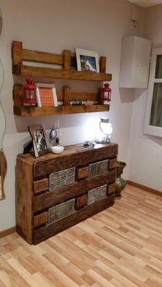 Comoda y estanterías de palets Pallet Patio Furniture, Diy Pallet Furniture, Rustic Furniture, Home Decor Bedroom, Diy Home Decor, Wooden Pallet Projects, Pallet Designs, Decorating Small Spaces, Diy Home Improvement