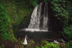 Private waterfall elopement in Costa Rica by Costa Vida Photography