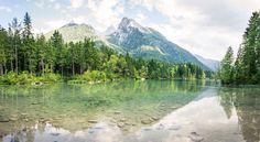 Stille - Der Hintersee bei Ramsau in den bayerischen Alpen.