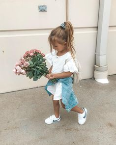 Look at these 21 adorable little girl outfits to find cute outfits for your little girl and make her happy! Little Kid Fashion, Little Girl Outfits, Cute Little Girls, Baby Girl Fashion, Toddler Fashion, Toddler Outfits, Kids Fashion, Cute Kids Outfits, Little Girl Style