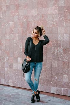 Shop my top picks from the Nordstrom Anniversary Sale 2018! These are some amazing styles at incredible prices! This is a great mom outfit to run errands and be comfy all day! #nordstromsale #womensfashion #nordstrom