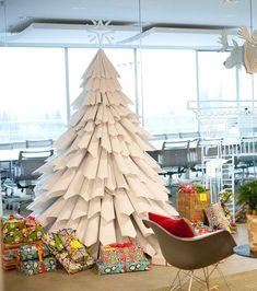 Con papel también se puede realizar un árbol de Navidad