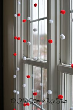 "Valentine's Day Garland DIY - with fishing line and ""pom poms"""