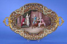 Tablett mit Bildplatte Frankreich, Ende 19. Jhdt. Bronze, vergoldet und emailliert. Feine Bildplat — Porzellan