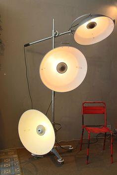 Mobilier industriel - Old Lamp Photographer